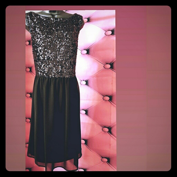Forever 21 Dresses & Skirts - !!💥🛍HOLIDAY CHEER!! Black sequined formal dress